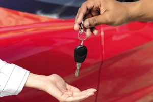 car-keys-dealer-handover